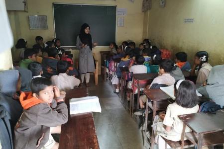 students-volunteering-for-kotak-education-foundation-to-conduct-isease-awareness-talks