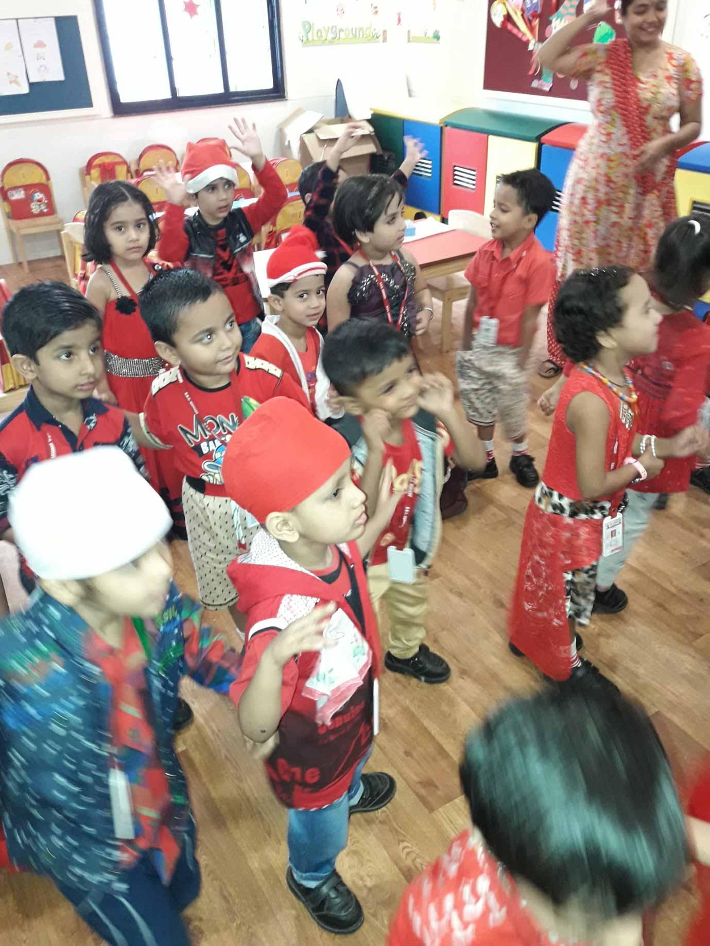 Students of VES DBC Nurserywearing the Christmas theme dress and celebrating Christmas.