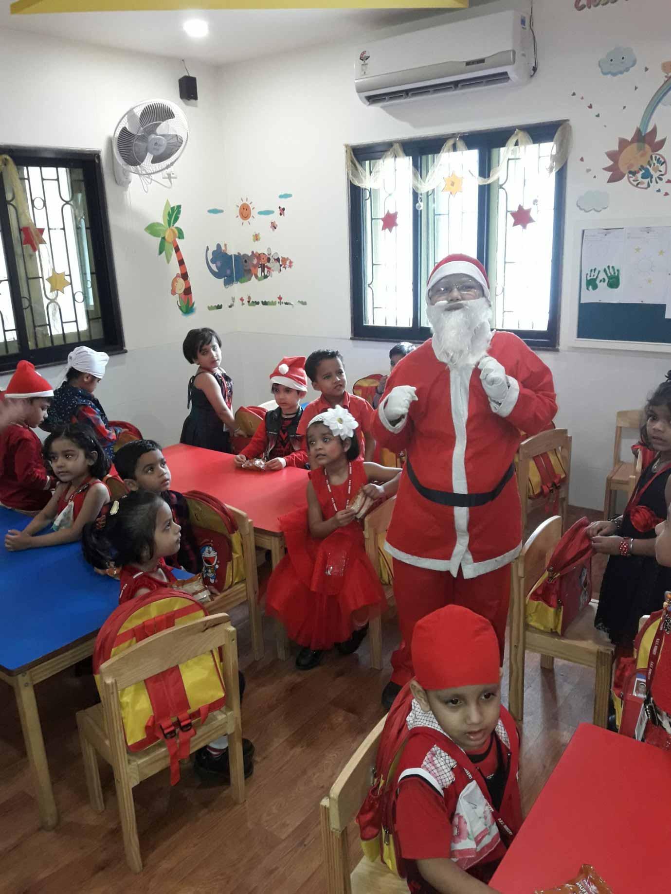 Santa visiting the students of VES DBC Nurseryon account of Christmas Day celebration.